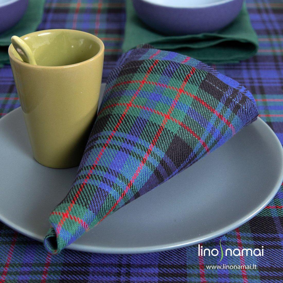 Puslininė servetėlė mėlynais, žaliais langeliais