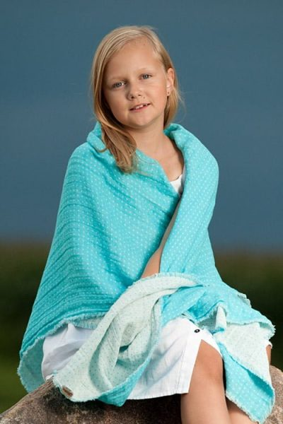 488-0425a-blue-linen-wrap-for-kids-with-white-gift-for-kids.jpg