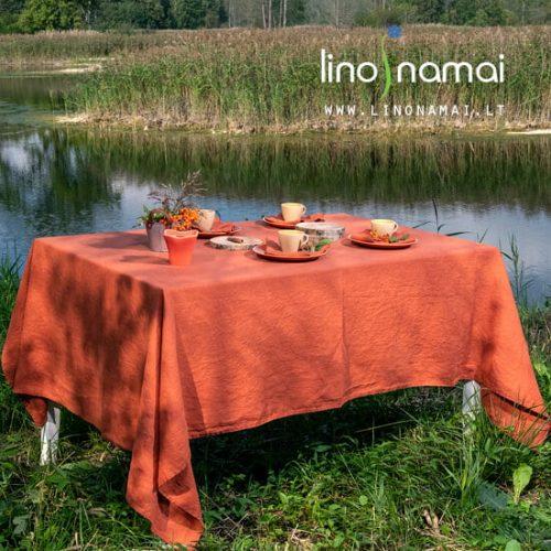 Rudeniškas stalo dekoras: oranžinė lininė staltiesė su servetėlėmis